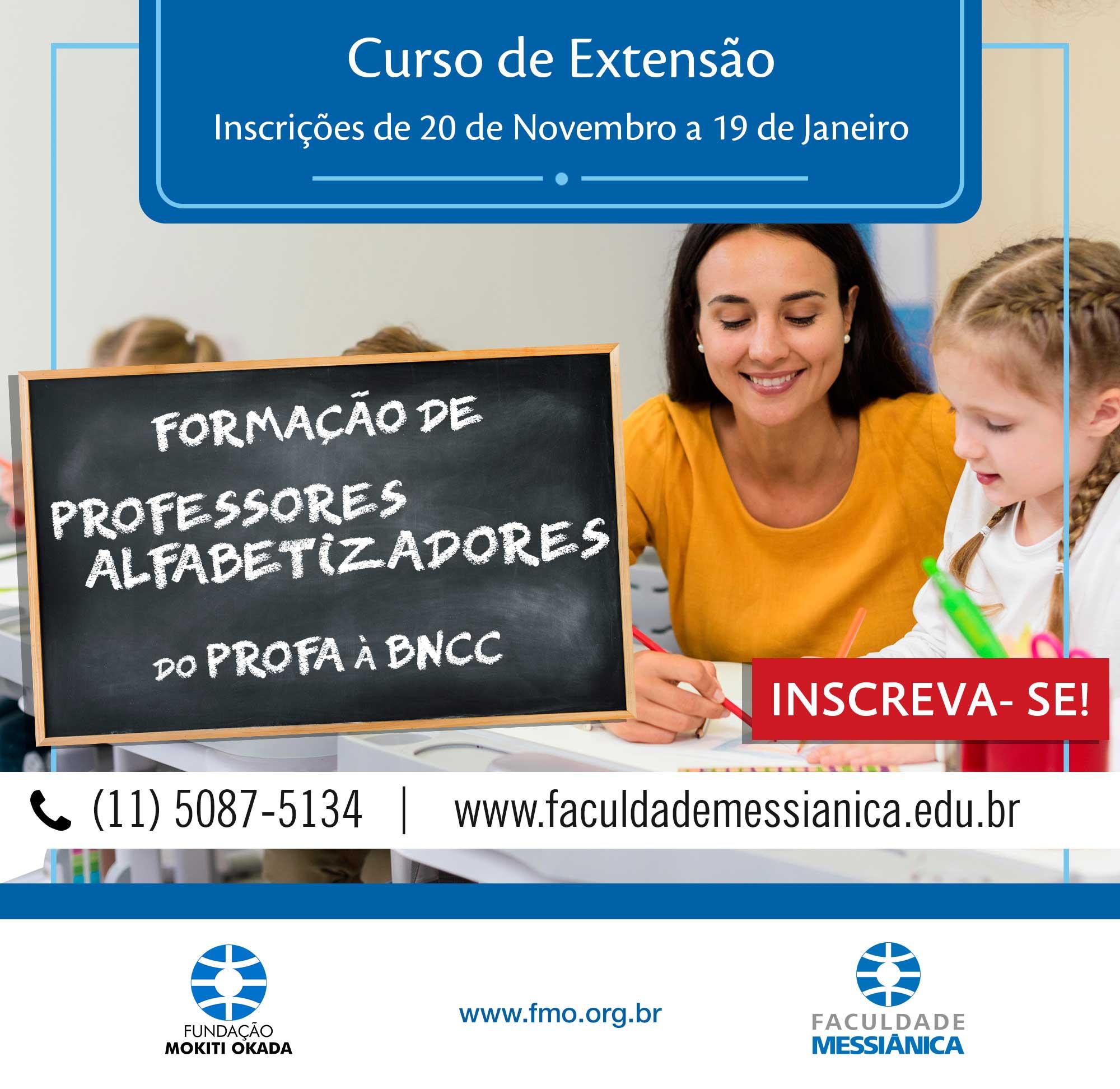 Professoras com alunos e a legenda curso de extensão formação de professores alfabetizadores